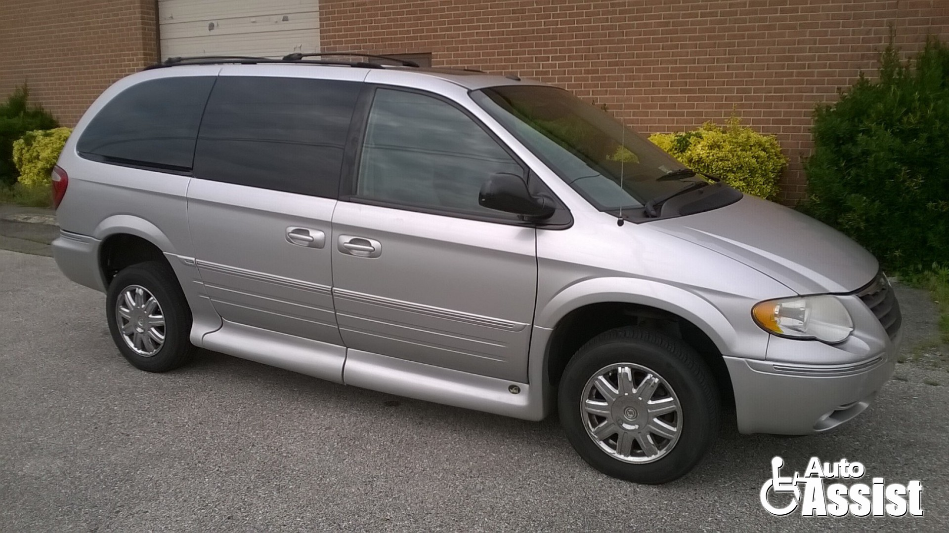 large silver and mini chrysler research town lx touring country van bright groovecar metallic composite